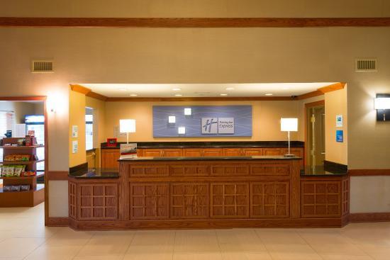 Roselle, อิลลินอยส์: Newly remodeled Holiday Inn Express near Medinah Country Club