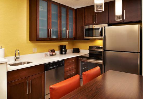 Ann Arbor, MI: Two-Bedroom Suite Kitchen