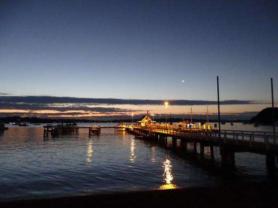 Russell, Nieuw-Zeeland: View from end of pier