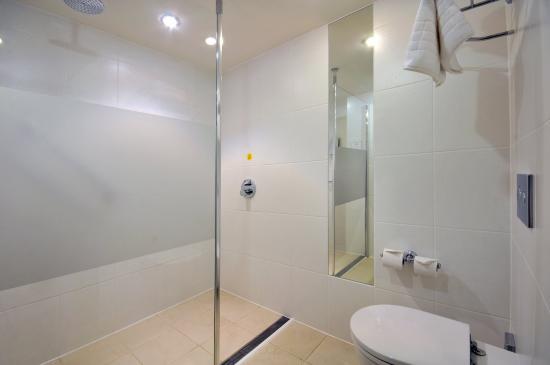 Leigh, UK: Guest Bathroom