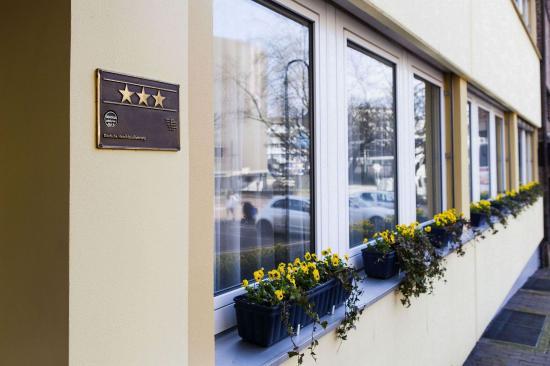 Ratingen, Germania: Exterior View - Entrance
