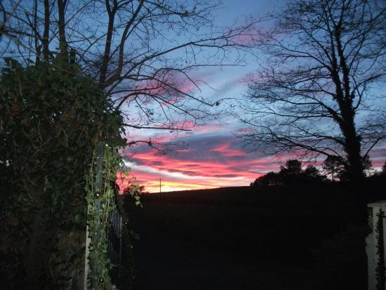 Maison Léchémia : Un coucher de soleil depuis la Maison d'hôtes Léchémia