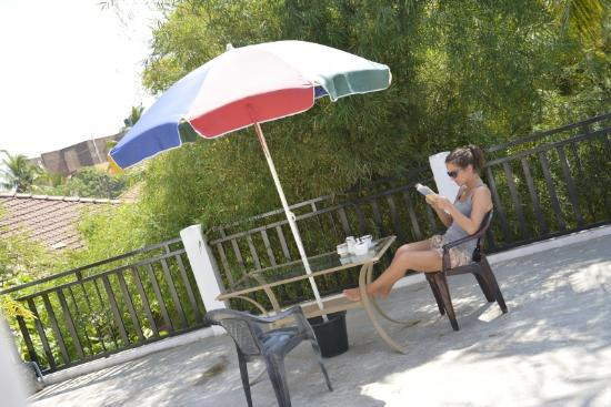 Araliya Blue Beach View Hotel: Relaxing in the Balcony