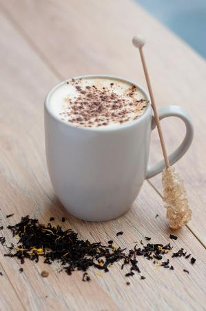 how much caffeine in a chai tea latte
