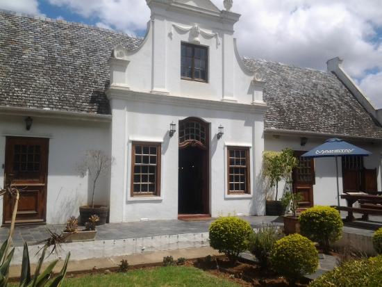 Kirkwood, Νότια Αφρική: Stately example of Cape/Dutch architecture