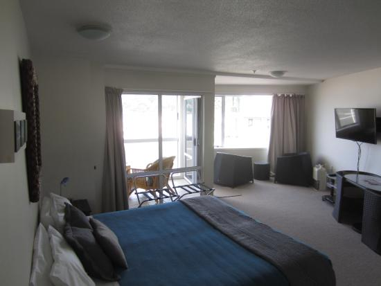 Waterfront Apartments: 1st floor studio room with kitchenette