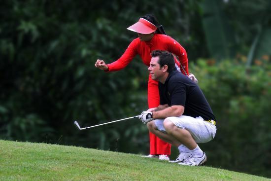 Taman Dayu Golf Club: Trained assistance.