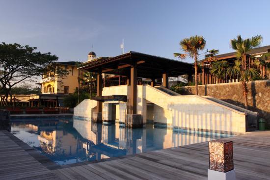 Taman Dayu Golf Club: Astonishing pool view.