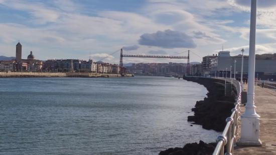 Vizcaya Province, Spanyol: The Vizcaya Bridge, as seen from the Portugalete promenade