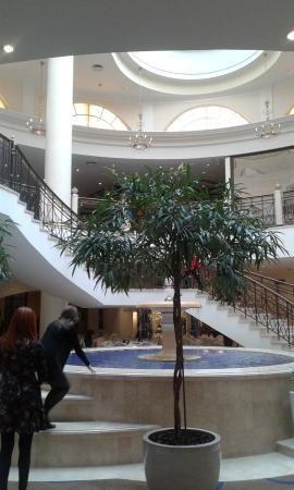 Moscow Marriott Grand Hotel: Фонтан внутри отеля