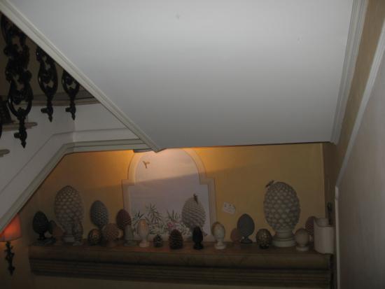 San Giovanni la Punta, Italien: Una raccolta di pigne, simbolo di prosperità