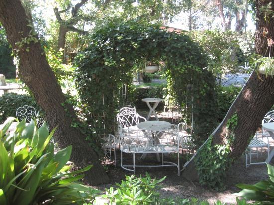 San Giovanni la Punta, Italien: Angoli incantevoli del giardino