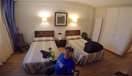 Hotel Don Paco: Habitación accesible con silla de ruedas