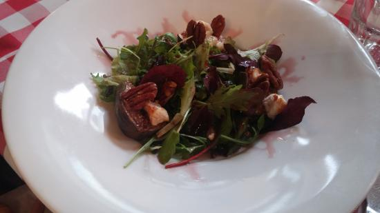 Rugby, UK: Goats Cheese and Fresh Fig Salad