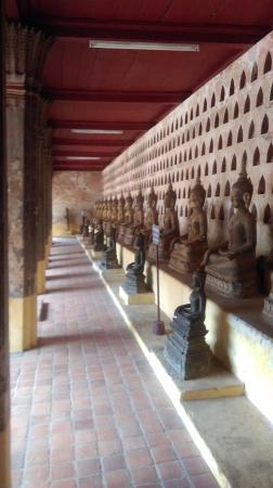 เวียงจันทน์, ลาว: Wall of Buddhas