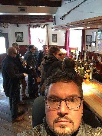 Trevligt ställe i Aberlour. God öl trevlig bar.