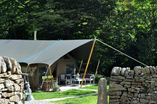 Edale, UK: Safari luxury in stone walled pastures