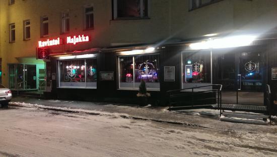 Savonlinna, Finlandia: Вход в ресторан (первый этаж жилого дома)