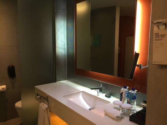 room 811 bathroom pullman jakarta central park picture of pullman rh tripadvisor co uk