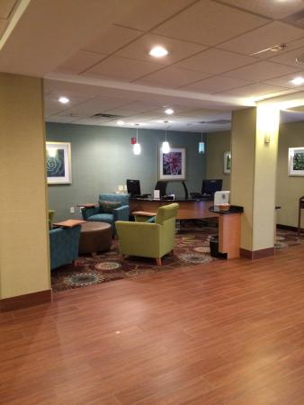 Holiday Inn Express & Suites High Point South: Business office