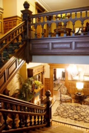 Ryan Mansion Boutique Hotel : The Grand Staircase