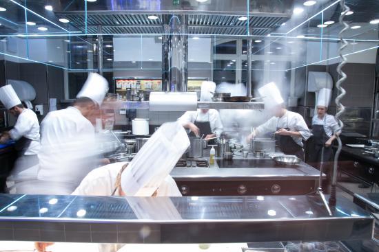 Ristorante Del Cambio - La Brigata dello Chef Matteo Baronetto al lavoro