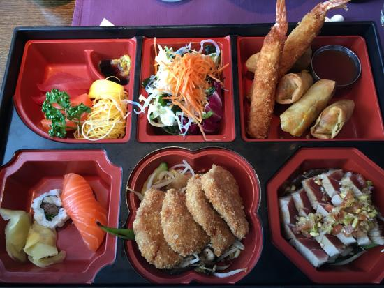 Glattbrugg, Swiss: Deluxe Bento-Box - A lot of fish, meat and other specialities