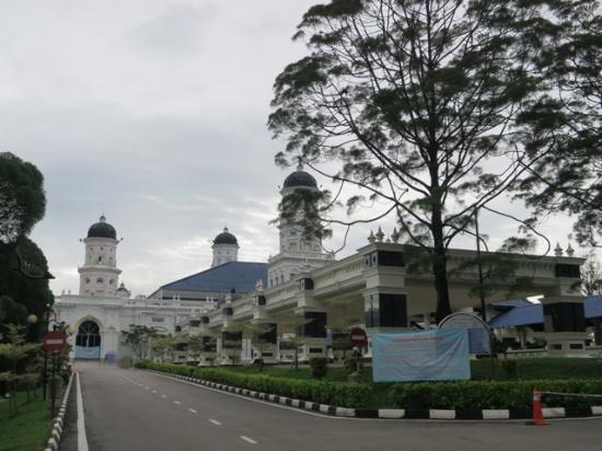 Sultan Abu Bakar Mosque: 大きくきれいなモスク