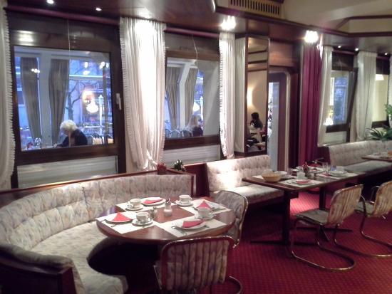 Senator Hotel Hamburg: Лобби,  завтрак