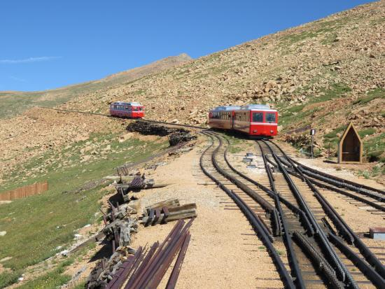 Pikes Peak Cog Railway: Passing by