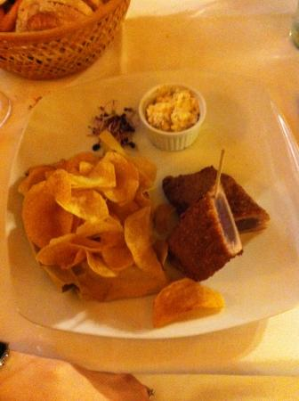 Ponte di Piave, Italia: Cotoletta di tonno con patatine e salsa tartara