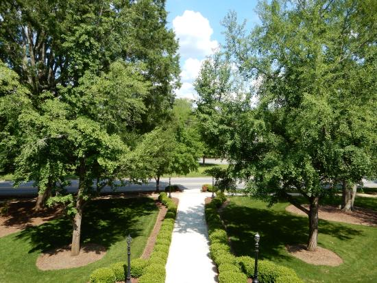 Covington, GA: Katherine's Mirror Image room view