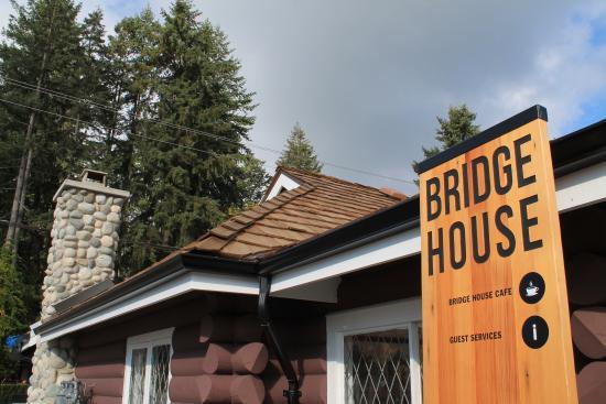 Bridge House Cafe: Cafe Exterior