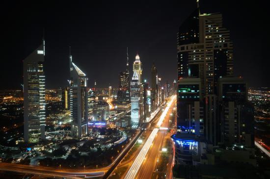 Nassima Royal Hotel: Blick aus dem 45. Stock, bei Nacht