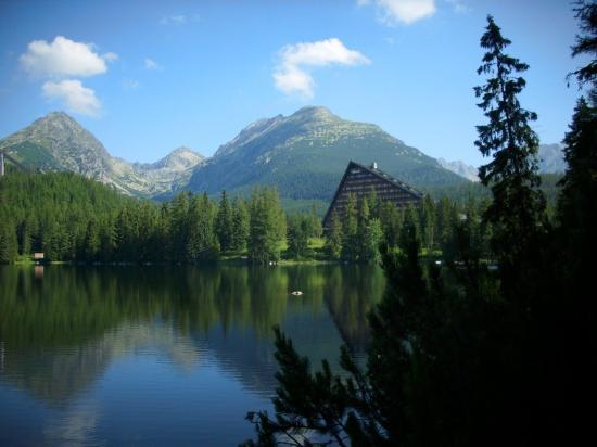 Hotel Panorama Resort: Mountain Lake Strbske Pleso in summer