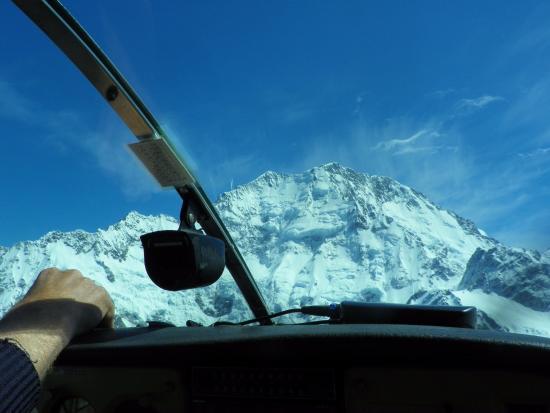 Mt. Cook Village, Nueva Zelanda: Flying above Tasmin glacier
