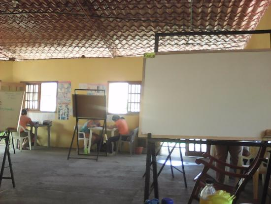 Latin American Spanish School: classroom with various one on one students