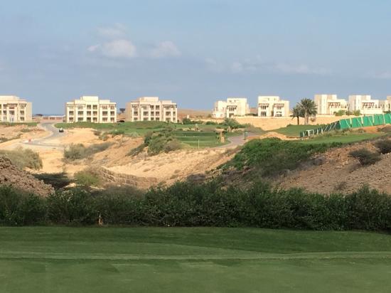 Encore des immeubles pas très jolis - Picture of Muscat