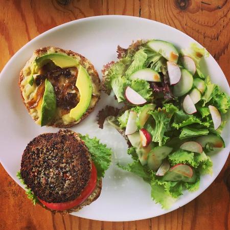 Santa Ana, Costa Rica : Hamburguesa vegetariana de quinoa
