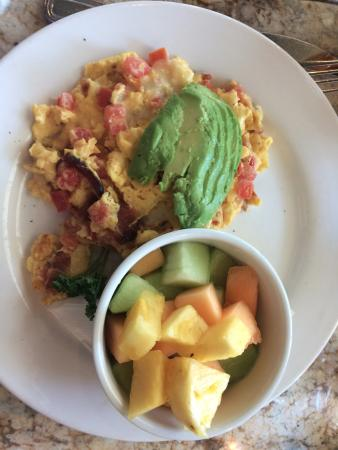 Marina del Rey, Kalifornien: Scramble with fruit