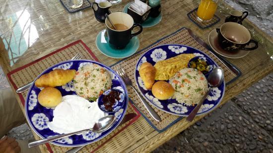 Frangipani Villa-60s Hotel : Breakfast. Yum.