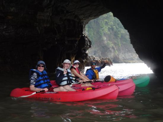 Dominical, Costa Rica: Summer in CR = Flat waves = exploration of many caves!
