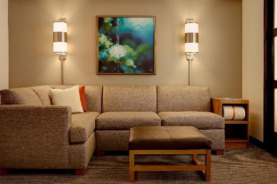ลอมบาร์ด, อิลลินอยส์: Cozy Corner Sofa