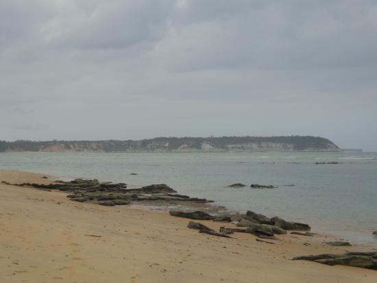 Caraiva, BA: Em primeiro plano praia do Satu e ao fundo falésias que mais a frente chegam no Espelho.
