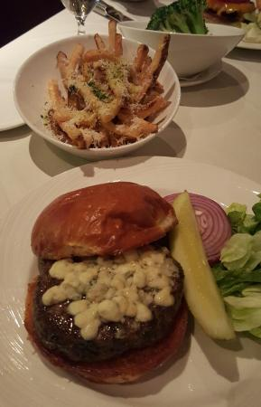 Lincolnshire, إلينوي: Prime Burger with Truffle Fries