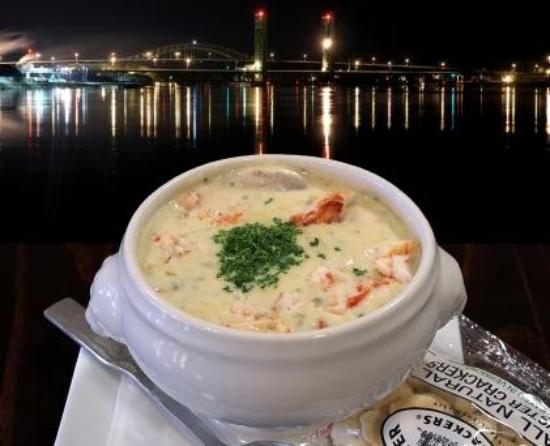 The River House Restaurant: Award winning chowder
