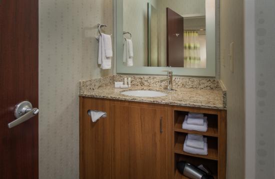 Herndon, VA: Bathroom Vanity