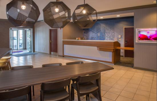 Herndon, VA: Lobby Table