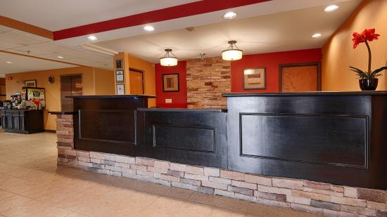 BEST WESTERN Saluki Inn: Front Desk