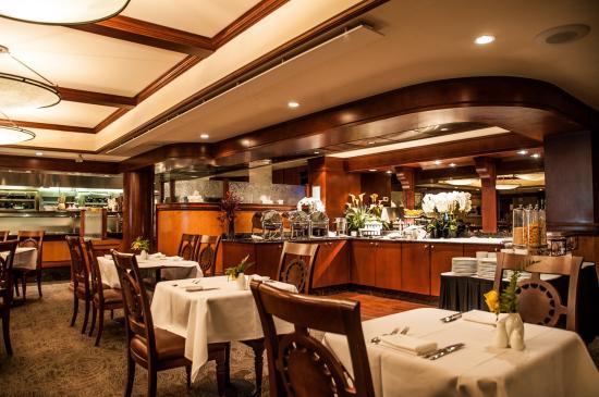 Delta Banff Royal Canadian Lodge: Evergreen Restaurant